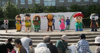 まるごと2010 キャラクターショー1.jpg
