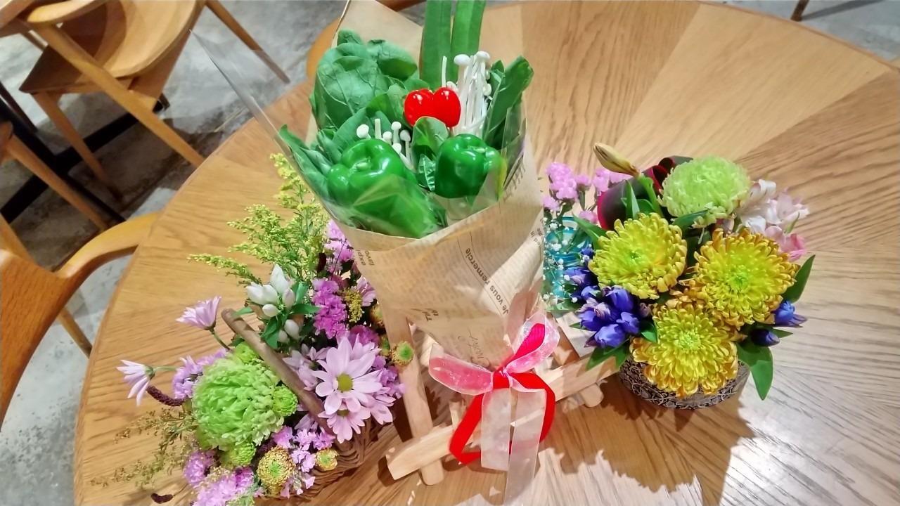 野菜ブーケお花を添えて_200820.jpg