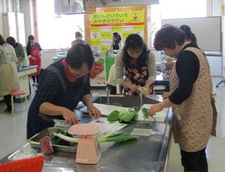 野菜料理教室調理様子1.jpg