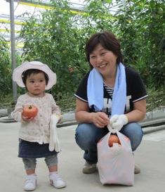 トマト収穫体験子供.jpg