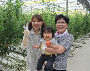 トマト収穫体験親子2.jpg